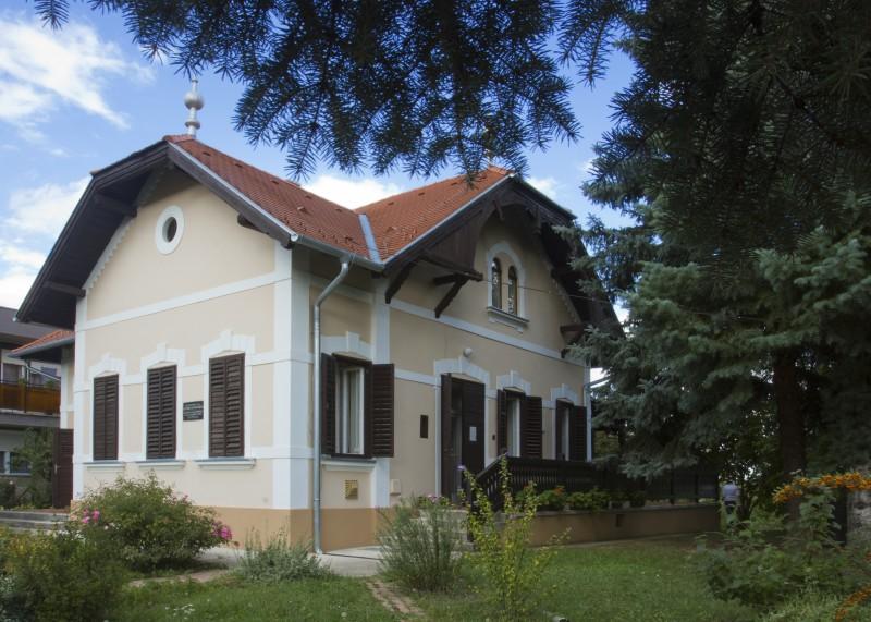 Keresztury Ház