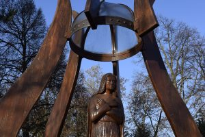 Besenyő Mária szobor (7)