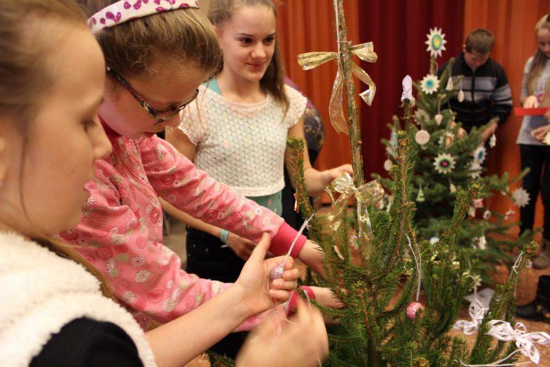 Karácsonyfa-díszítő verseny